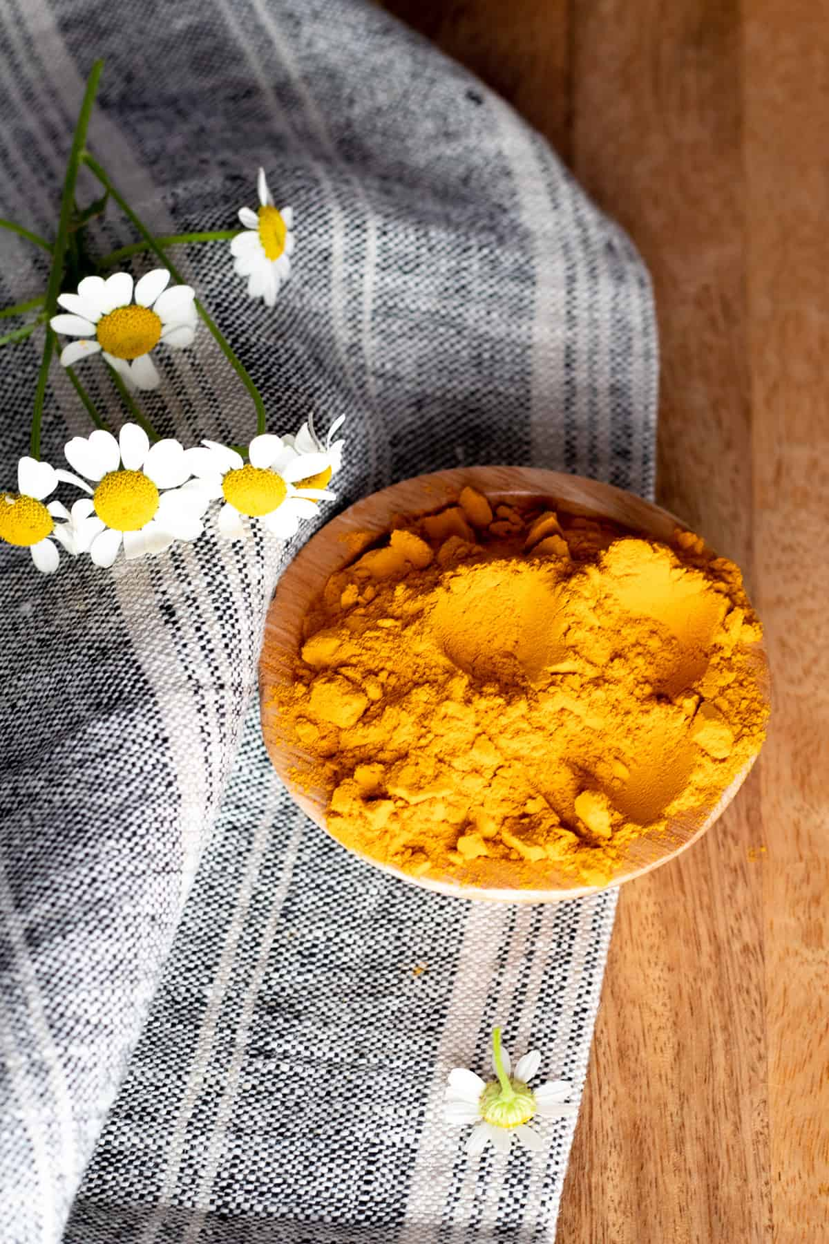 turmeric powder with grey checkered towel